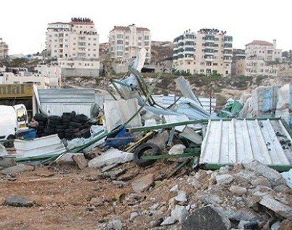 الاحتلال يهدم بركسًا لتصليح المركبات ومغسلة في بيت جالا