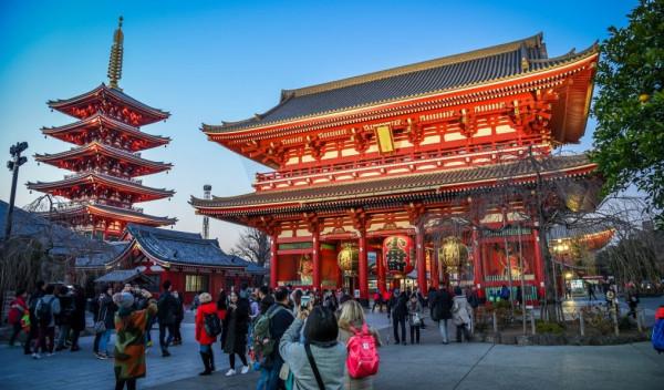 منها الحمامات الشفافة.. تعرف على أغرب صنع اليابان بالأماكن العامة