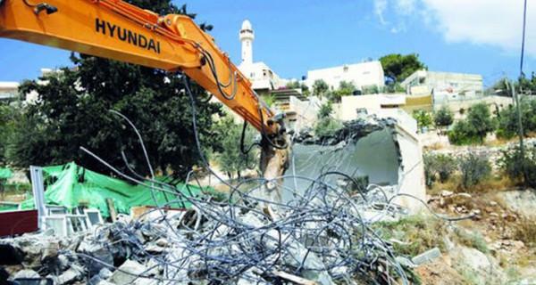 بيت لحم: الاحتلال يهدم بركساً لتصليح المركبات ومغسلة في بيت جالا