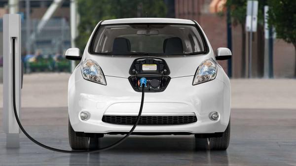 إليك أهم النصائح قبل شراء سيارة كهربائية مستعملة