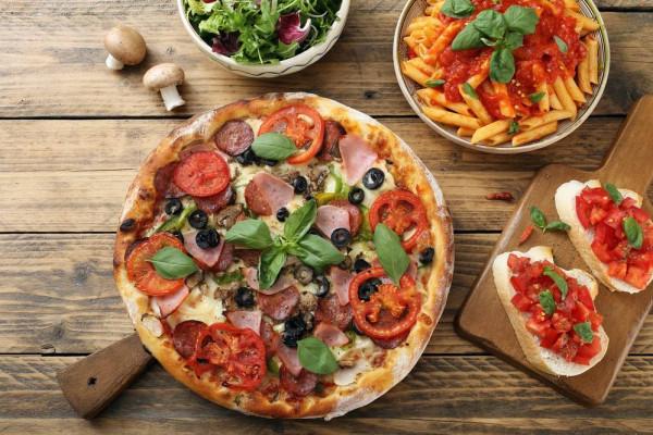 طريقة تحضير بيتزا الطاسة بالخضار خطوة بخطوة