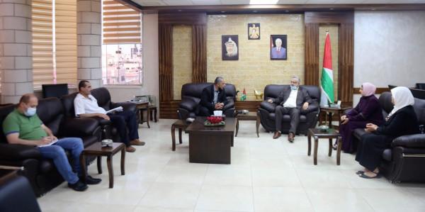 المحافظ أبو بكر يلتقي المدير الجديد لمديرية التربية والتعليم بطولكرم