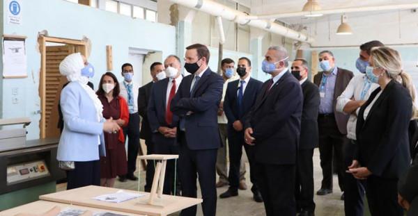 عضو بمجلس الشيوخ الأمريكي يزور مركز تدريب وادي السير التابع لـ(أونروا) بالأردن