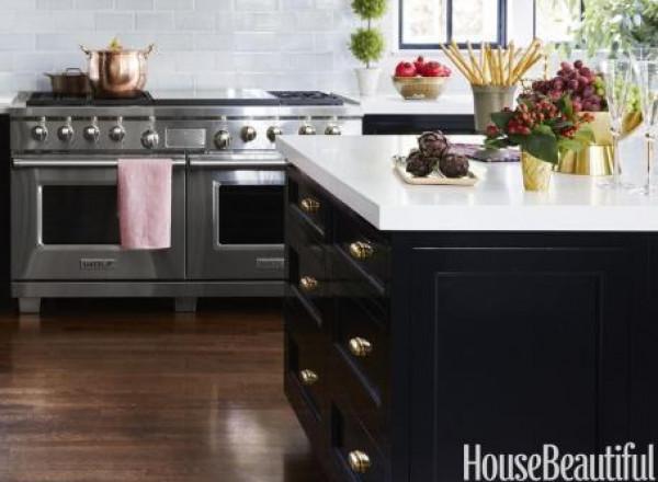 شاهد أرقى المطابخ الحديثة باللّون الأسود القاتم