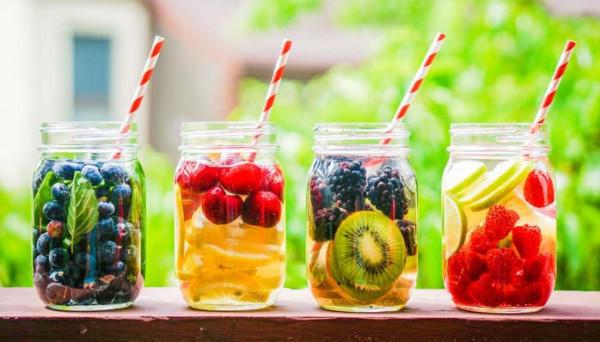 أسهل طريقة لتحضير عصير فواكه الصيف المنعش