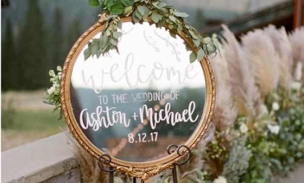إليكِ أجمل الأفكار لإختيار لافتات مرحة لديكور حفل زفافك