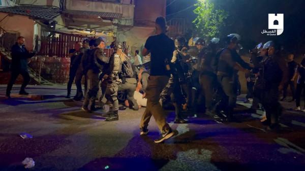 مواجهات عنيفة بعد مهاجمة قطعان المستوطنين لمنازل بحي الشيخ جراح فجراً