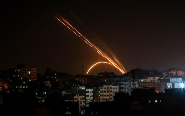 شاهد: ألوية الناصر تنشر فيديو لاستهدافها مستوطنات الغلاف برشقات صاروخية