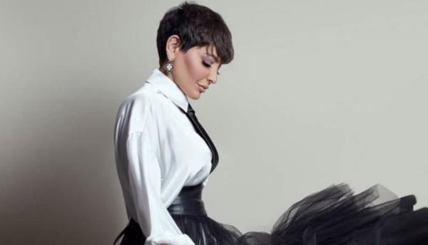 فنانة كويتية تثير الجدل بإعلان لمسلسلها الجديد بـ(حمالة الصدر)