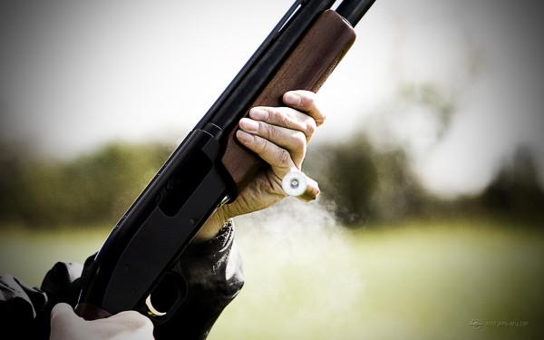 رجل أمن يقتل زوجته بسلاحه المهني.. ودولته سهلت مهامه