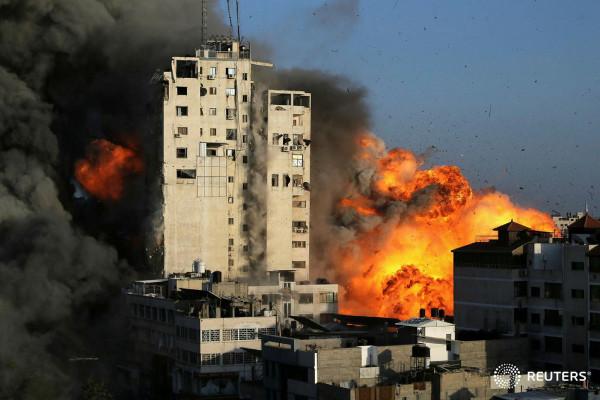المقاومة تطلق رشقات صاروخية تجاه تل أبيب بعد تدمير برج الشروق بغزة