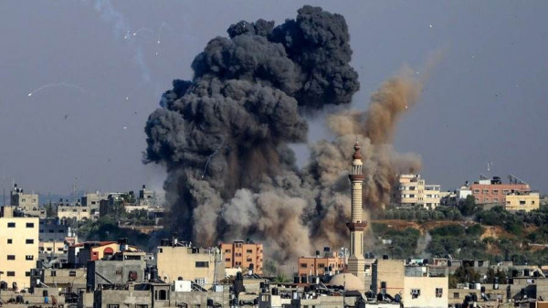 المكتب الإعلامي الحكومي يعلق على قصف طائرات الاحتلال برج الشروق وسط غزة