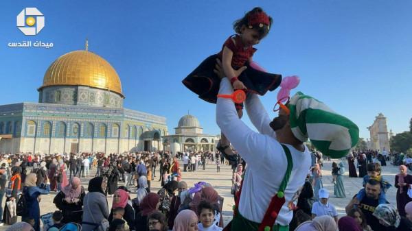 شاهد: 100 ألف فلسطيني يؤدون صلاة عيد الفطر في المسجد الأقصى