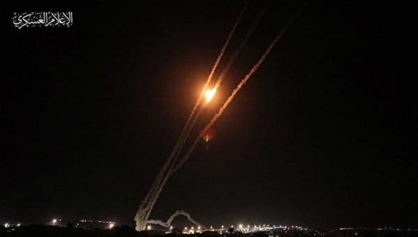المقاومة تقصف أسدود وغلاف غزة وبئر السبع وسديروت برشقات صاروخية كبيرة