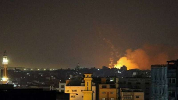 شاهد: رجل إطفاء بغزة يودع ابنته وأطفالها بعد انتشال جثامينهم من تحت ركام منزلهم