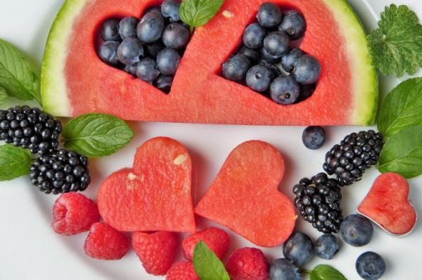 تعرف على الفواكه الأكثر فعالية في تنظيم ضغط الدم