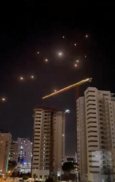 شاهد: صواريخ المقاومة في سماء تل أبيب أسدود