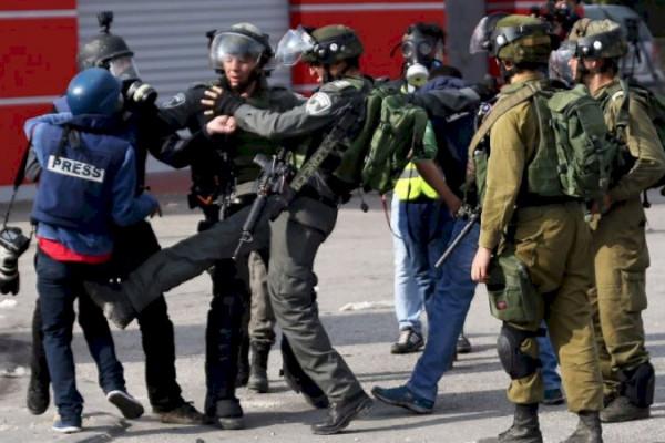 المكتب الحركي للصحفيين يدين مواصلة الاحتلال لجرائمه بحق الصحفيين والمؤسسات الإعلامية