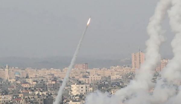 والدة الشهيد الحلبي: فخورة بوضع اسم ابني على صاروخ للمقاومة