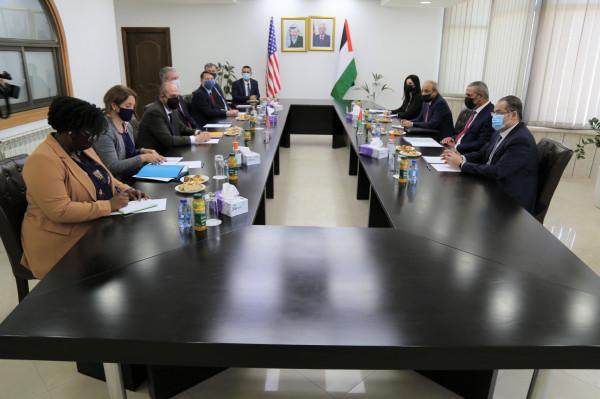 شاهد: خلال لقائهما المبعوث الأمريكي.. الشيخ وفرج يطالبان بوقف العدوان على الشعب الفلسطيني فوراً