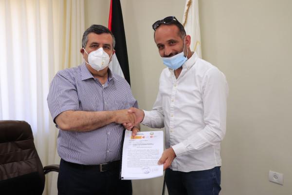 رئيس بلدية بيت لحم يوقع اتفاقية البدء بتأهيل مشروع شارع بيت ساحور