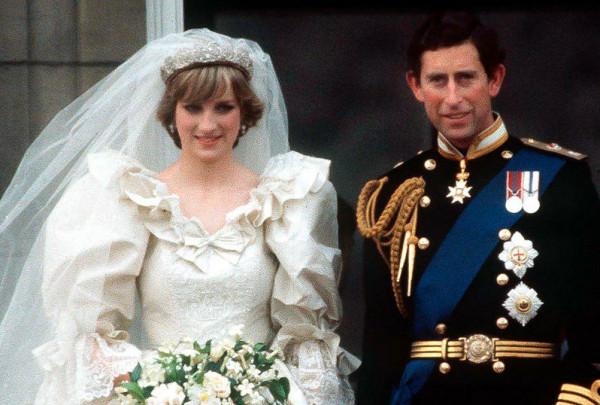 شاهد: عرض ثوب زفاف الأميرة ديانا في لندن يدهش الجميع