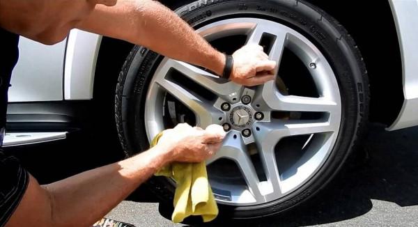 ما أفضل الطرق لتنظيف جنوط السيارة؟
