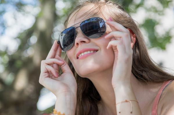 شاهدي: أرقى نظارات شمسية مستطيلة آخر موضة لصيف 2021