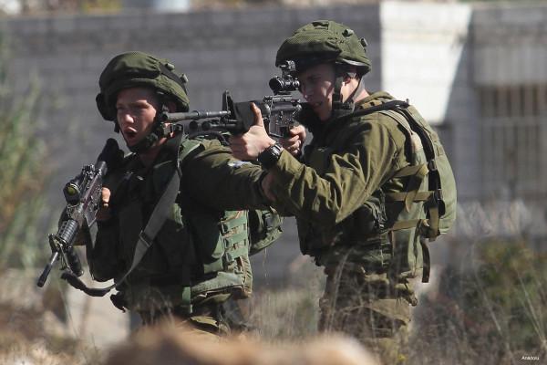 شاهد: استشهاد فتاة برصاص قوات الاحتلال الإسرائيلي عند حاجز قلنديا العسكري