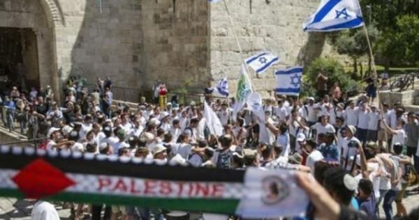 """منظمة التحرير تحذر من اندلاع موجة غضب جديدة بسبب """"مسيرة الأعلام"""""""