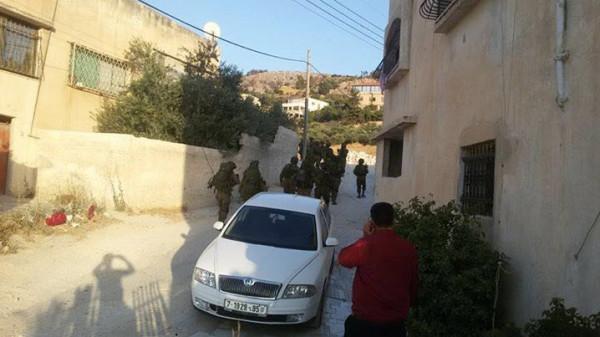 الاحتلال يداهم منزلين في كفر قليل جنوب نابلس ويعبث بمحتوياتهما