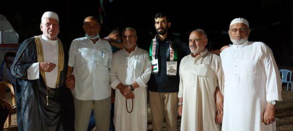 """""""التواصل الجماهيري"""" تنظم زيارة تهنئة بالإفراج للأسير المحرر إياد أبو ناصر"""