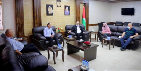 المحافظ أبو بكر يلتقي المدير الجديد لمديرية إعلام طولكرم