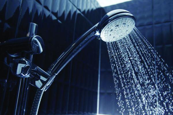 أيهما الأفضل صحيًا.. الاستحمام في الحوض أم الدش؟