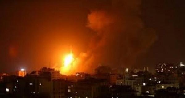 شاهد: الاحتلال يقصف عدة أهداف في قطاع غزة والمقاومة تسقط طائرة إسرائيلية