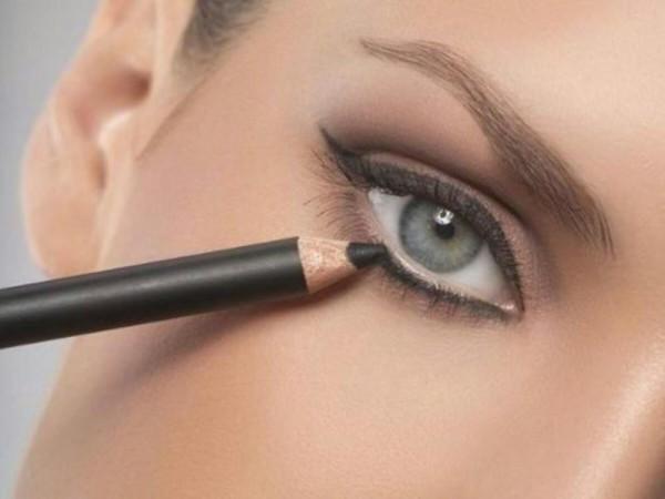 الطريقة الصحيحة لوضع الكحل لتوسيع العين
