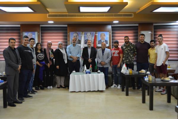 ملتقى رجال الأعمال يستضيف وفداً من الأدلاء السياحيين من كلية دار الكلمة