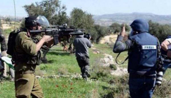 الاحتلال يحتجز طاقم تلفزيون فلسطين غرب رام الله