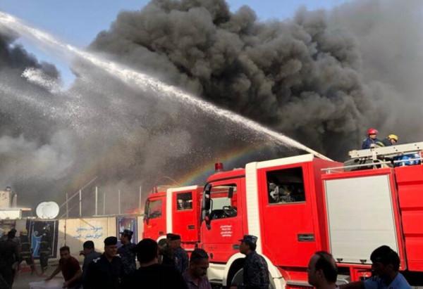شاهد: حريق كبير في منطقة الروشة بالعاصمة اللبنانية بيروت