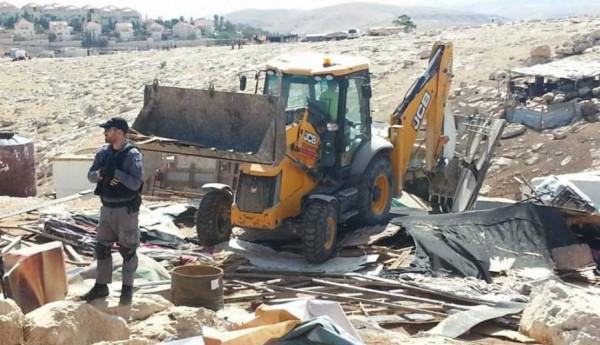 الاحتلال يهدم غرفتين زراعيتين في الخليل