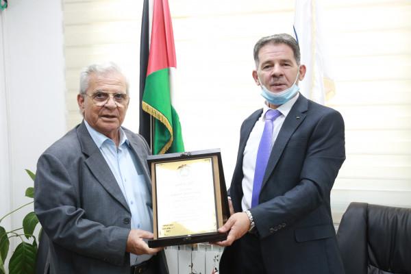 """""""القدس المفتوحة"""" تكرم رئيس هيئة مكافحة الفساد رائد رضوان"""