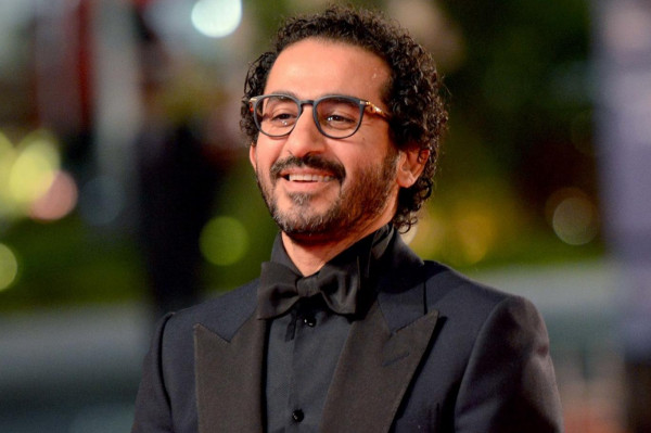 شاهد: أحمد حلمي يستعرض موهبته في الرسم بطريقة حزينة