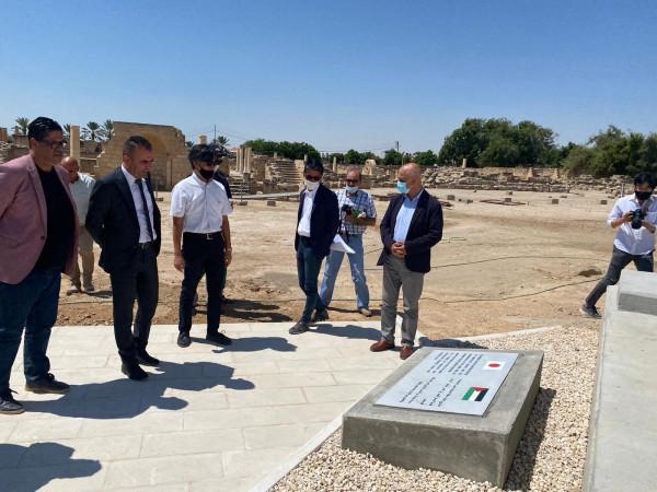طوافشة يتسلم أعمال مشروع تغطية أرضيات الفسيفساء في قصر هشام الأثري