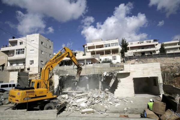 الاحتلال يهدم شقة سكنية بالقدس