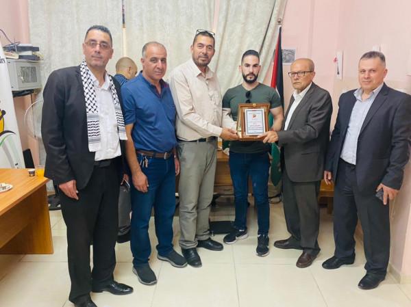 أبو بكر يلتقي عائلات أسرى من بيت لحم ويكرم عدداً من المحررين