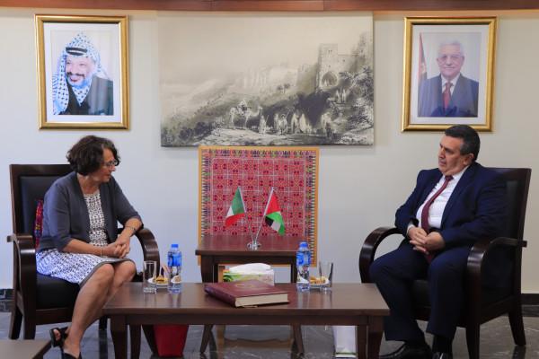 بلدية بيت لحم تستقبل نائبة وزير الخارجية الإيطالي