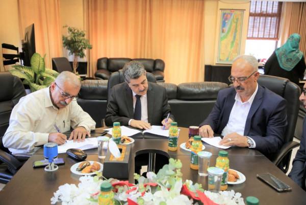 توقيع اتفاقيتين لفتح مكتبين لوزارة الداخلية في ترقوميا وبني نعيم بمحافظة الخليل