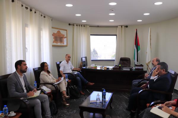 رئيس بلدية بيت لحم و(يونسكو) يُناقشان آخر تطورات أعمال تأهيل مشروع متحف الرواية