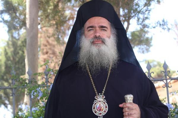 المطران عطالله حنا يدعو المسيحيين الفلسطينيين الباقين بهذه الأرض المقدسة أن يبقوا فيها