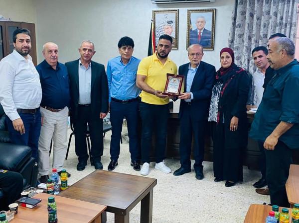 وزير هيئة شؤون الأسرى يكرم أسرى محررين في مخيم بلاطة